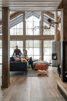 Breathing is easy – this is the atmospheric log cabin home loved by Ellinor and Adrian - Honka Interior Wall Colors, Log Cabin Homes, Log Cabins, Prefabricated Houses, Home Technology, Dark Interiors, House Layouts, Interior Architecture, House Design
