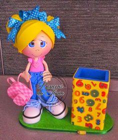 Fofucha de caracóis com copo porta-lápis - Fofucha Professora Educ. Física - Fofucha na cozinha - Fofucha Branca. Handmade Crafts, Diy And Crafts, Crafts For Kids, Arts And Crafts, Box Surprise, Rubber Doll, Miniature Crafts, Foam Crafts, Doll Head