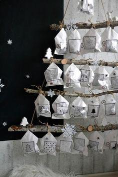 Přeji krásný předvánoční čas.   U nás se pomalinku rozjíždí přípravy na Vánoce.      Letošní adventní kalendář je tak trošku nízko... Felt Christmas, All Things Christmas, Christmas Crafts, Christmas Decorations, Holiday Decor, Christmas Ideas, Creative Christmas Trees, Advent Calenders, December 25