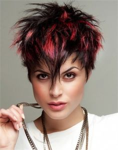 Kurzes Haar Mit Auffällig Roten Strähnen Frisuren Haarschnitt