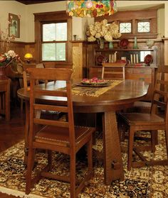 Oak furniture and a period palette make this 1915 dining room cozy. The table and chair are unsigned antiques; the antique sideboard is a Stickley Brothers piece. Craftsman Furniture, Craftsman Interior, Craftsman Style Homes, Craftsman Bungalows, Craftsman Houses, Craftsman Kitchen, Craftsman Cottage, Arts And Crafts Interiors, Arts And Crafts Furniture