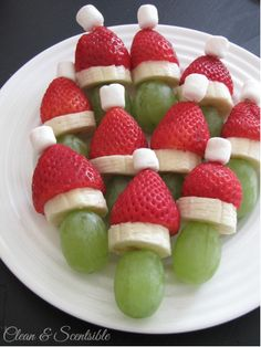 Christmas Snacks Lots of fun Christmas breakfast ideas that your kids will love! Grinch fruit kabobs and lots of other ideas.Lots of fun Christmas breakfast ideas that your kids will love! Grinch fruit kabobs and lots of other ideas. Healthy Christmas Recipes, Christmas Snacks, Xmas Food, Christmas Brunch, Christmas Breakfast, Christmas Appetizers, Christmas Cooking, Breakfast For Kids, Holiday Treats