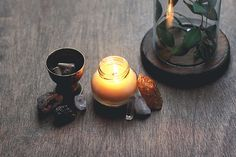 40 Simple Candle Making Instructions and Ideas - How to Make Massage Candles Wine Bottle Candles, Mason Jar Candles, Diy Candles With Crayons, Candle Scent Oil, Pumpkin Spice Candle, Gel Candles, Teacup Candles, Candlemaking, Homemade Candles