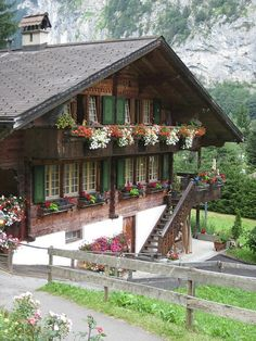 Wow....i also took a photo of this very house in Lauterbrunnun Valley...Jungfrau region, Switzerland
