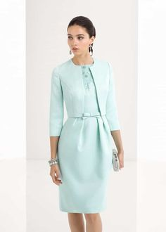 Pick the perfect bridal or guest look from our trend-setting wedding dresses and evening gowns. Dress Outfits, Casual Dresses, Summer Dresses, Formal Dresses, Royal Fashion, Look Fashion, Fashion Design, Blazer Fashion, Fashion Outfits