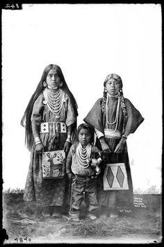 Portrait of Klickitat kids (Washington State), c. 1900.