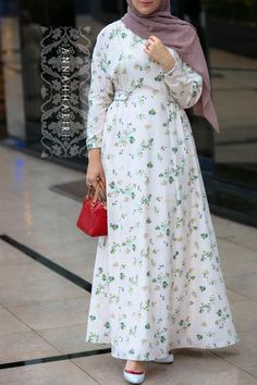 Pink color diluted with delicate field flowers print. Batwing sleeve and decorative straps at the waistline of the dress. Lined with cotton. Hijab Fashion Summer, Abaya Fashion, Fashion Dresses, Modest Dresses, Simple Dresses, Casual Dresses, Maxi Dresses, Long Dresses, Muslim Dress