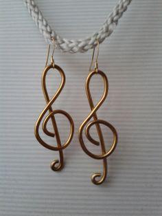 Boucles d'oreilles en fil d'alu Clé de sol Earrings Treble clef in aluminium wire
