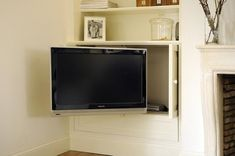 Built-in bookshelf in niche next to fireplace with hidden TV in the closet. Living Room Built Ins, Accent Walls In Living Room, Cottage Living Rooms, Condo Living, Living Room Tv, Living Room With Fireplace, Corner Tv Cabinets, Built In Cupboards, Bookshelves Built In