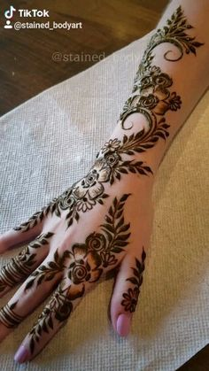 Gulf style henna by STAINED Gulf style henna by STAINED ,Hina Related posts:Foto - Tattoo Muster - Foto - - Henna designs . Pretty Henna Designs, Floral Henna Designs, Finger Henna Designs, Full Hand Mehndi Designs, Modern Mehndi Designs, Bridal Henna Designs, Mehndi Designs For Fingers, Dulhan Mehndi Designs, Latest Mehndi Designs