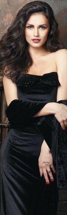 Velvet Fashion, Brunette Beauty, Five Star, Black Tie, Beautiful, Dresses, Perspective, Opera, Gloves