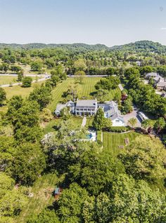 Of the 2000-or-so billionaires in the world, 9 call Tennessee home. On our blog, details about our richest residents, and some homes on the market that might suit them.
