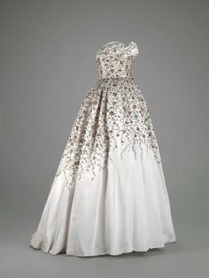 Ball Gown    Pierre Balmain, 1953    The Indianapolis Museum of Art