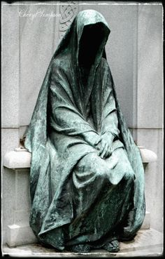 Statue overlooking tomb and family plot of David R. Francis at Bellefontaine Cemetery Cemetery Statues, Cemetery Art, Memes Arte, Arte Obscura, Memento Mori, Vanitas, Oeuvre D'art, Macabre, Dark Art