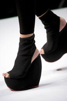 I love ankle strap shoes NOT these, Herman Munster. Crazy Shoes, New Shoes, Me Too Shoes, Herman Munster, Mode Shoes, Unique Handbags, Shoe Art, Urban Chic, Platform Boots