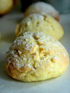 Bolachinhas de laranja Pastry Recipes, Baking Recipes, Cookie Recipes, Portuguese Desserts, Portuguese Recipes, Portuguese Food, Love Eat, Love Food, Biscotti Cookies