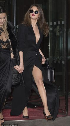 Shady lady: Selena shielded her eyes with Krewe du Optic shades and set off her look with mesh heels Vestido Selena Gomez, Fotos Selena Gomez, Selena Gomez Pictures, Selena Gomez Style, Selena Gomez Hair Color, Shady Lady, Plunge Dress, Marie Gomez, Beautiful Celebrities
