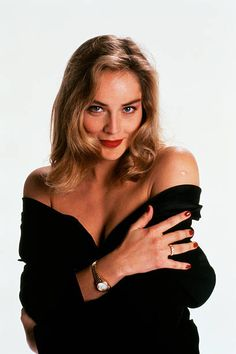 VK is the largest European social network with more than 100 million active users. Our goal is to keep old friends, ex-classmates, neighbors and colleagues in touch. Sharon Stone Young, Sharon Stone Photos, Sharon Stone Now, Sharon Stone Bikini, Beautiful Celebrities, Beautiful Women, Der Denver Clan, Stone Pictures, Stock Foto