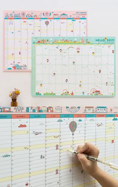Organize all your 2017 plans and project with this cute wall calendar and see them at a glance!