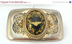 #etsy #ecochicteam #gotvintage #sale #vitnage ❘❘❙❙❚❚ ON SALE ❚❚❙❙❘❘     80s US Naval Aviator insignia eagle belt buckle in gold tone metal. Features confetti and embedded lucite. Military unisex