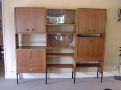 Une bibliothèque en teck du XX eme ! En magasin et sur notre site : http://bit.ly/2rPNQw3