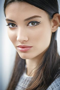 Your Guide to Must-Have Fall Makeup   gel pen eyeliner