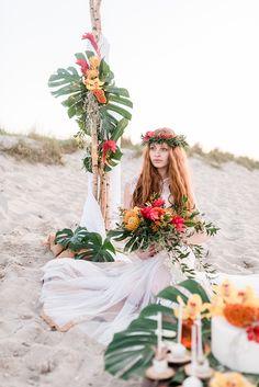 Palmen und Hibiskusblüten – eine tropische Hochzeitsinspiration