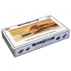 La tienda online gourmet y delicatessen Érase un gourmet tiene a la venta este surtido 'For any special occasion' marca Jules Destrooper. Contiene biscuits de gofres de París, mantequilla, canela recubiertos de chocolate y florentinas de almendras tres chocolates