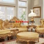 Victorian living room furniture is usually made of wood and is characterized by being large and striking which are usually hand-carved Victorian Living Room, French Living Rooms, White Dining Room Sets, Living Room Sets, Classic Furniture, Furniture Styles, French Furniture, Sofa Design, French Provincial Furniture