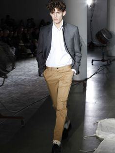 Direct from the runway to your wardrobe, Esquire delivers the most practical, up-to-the-minute sartorial analysis of the top new designer men's wear for fall from New York Fashion Week Mens Fashion Week, Men's Fashion, Esquire, News Design, Style Guides, Menswear, New York, Fall, How To Wear