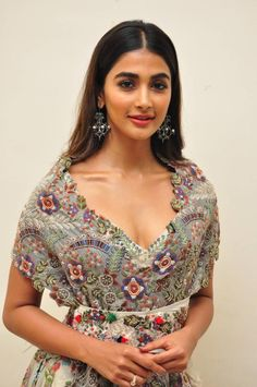 Pooja Hegde Stills From Saakshyam Movie Audio Launch. Pooja Hegde Stills From Saakshyam Movie Audio Launch. Telugu actress Pooja Hegde attended the audio launch event of her upcoming movie Saakshyam wearing an Anamika Khanna outfit. Hollywood Actress Name List, Hollywood Girls, Hollywood Heroines, Hot Actresses, Indian Actresses, Oscars Red Carpet Dresses, Bollywood Actress Hot, Tamil Actress, Bollywood Saree