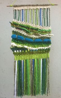 Tapiz mural a telar manual de lana reciclada.