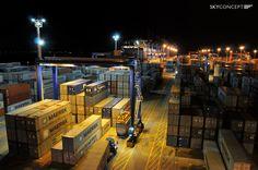 Maersk McKinney Møller w Gdańsku - nocny przeładunek po wpłynięciu największego kontenerowca na świecie do DCT Gdańsk, 2013 rok