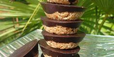 Ces petites gourmandises Paléo allient le croustillant de la noix de coco râpée, la douceur de l'amande et la puissance du chocolat ! Pour fondre de plaisir