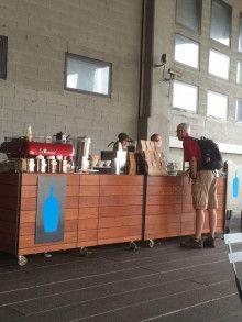 Blue Bottle Coffee (ブルーボトルコーヒー)がいよいよオープン|個と場(COtoBA)のデザイナー Blue Bottle, Seoul, Buffet, Restaurant, Sign, Interior, House, Furniture, Home Decor