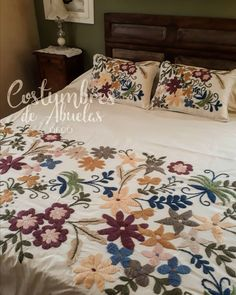 Knitting Tutorial – changing colors on right side and wrong side… Cross Stitch Embroidery, Embroidery Patterns, Hand Embroidery, Embroidered Bedding, Embroidered Flowers, Designer Bed Sheets, Crochet Bedspread Pattern, New Designer Dresses, Mexican Designs