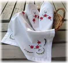 Richelieux  broderie de Sylviane  http://www.les-broderies-de-sylviane.fr/boutique/themes/fleurs-et-arbres/le-richelieu-fleuri.html