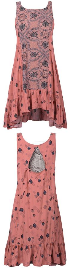 How cute is this dress! It has lovely printing and falbala hem-so pretty! We also love that it has stylish open back! Any way, it's a perfect one!