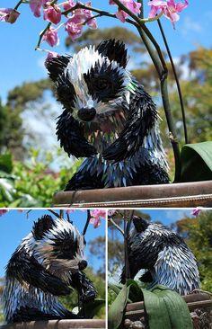 Artista transforma CDs em belíssimas esculturas de animais - e estamos sem palavras!