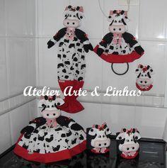 jogo de cozinha vaquinha - Pesquisa Google Kitchen Hot Pads, Kitchen Towels, Lulu Love, Scribble, Gift Baskets, Vinyl Decals, Arts And Crafts, Snoopy, Home Decor