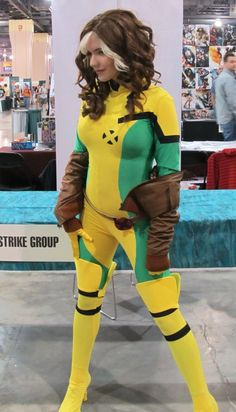 Awesome Rogue Cosplay Gallery @ Project-Nerd The ONLY Rogue I loving acknowledge… Rogue Cosplay, Xmen Cosplay, Male Cosplay, Best Cosplay, Cosplay Girls, Rogue Xmen Costume, Marvel Entertainment, Amazing Cosplay, Halloween Cosplay