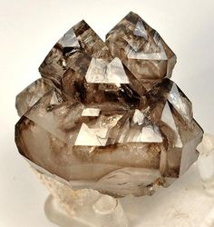 blocks geopathic stress and protects against negative energy; relieves fear and depression while promoting emotional calmness; helps prepare the mind for meditation Crystal Magic, Crystal Grid, Crystal Cluster, Quartz Crystal, Minerals And Gemstones, Rocks And Minerals, Natural Crystals, Stones And Crystals, Healing Crystals