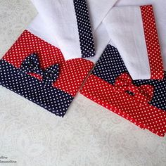 Kit 4 Panos de Prato - Pimentas, Poás e Chevron no Crafts To Make, Arts And Crafts, Towel Dress, Towel Crafts, Simple Cross Stitch, Retro Color, Layers Design, Hot Pads, Applique Quilts