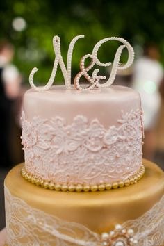 Gorgeous modern and vintage wedding cake. Image: Carrie Butler Photography