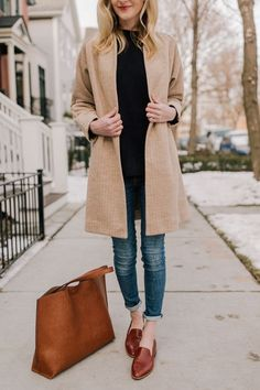 Love this long warm cardigan for Winter. Plus, these are legitimately the BEST loafers I've ever owned. And that's saying a lot, considering how many pairs of loafers are in my closet! Here's why: They're super cushioned. They require zero break-in time Mode Outfits, Winter Outfits, Casual Outfits, Fashion Outfits, Dress Winter, Simple Outfits, Fashion Clothes, Trend Fashion, Look Fashion