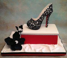 High heel - black piping on ivory fondant?