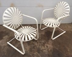 French Deco Springing Cantilevered Garden Lounge Chairs by Francois Carre Vintag Patio Vintage, Vintage Outdoor Furniture, Metal Garden Furniture, Garden Lounge Chairs, Outdoor Chairs, Outdoor Decor, Porch Swing, French