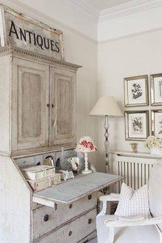Leopoldina Haynes, antiquaria londinese, è la proprietaria di questa splendida e romantica casa situata a Londra in una palazzina in stile vittoriano. Il gusto tra lo shabby chic e il french style e la scelta cromatica degli arredi della casa continuano all'esterno, con uno spazio ispirato alla