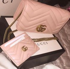 Find tips and tricks, amazing ideas for Gucci purses. Discover and try out new things about Gucci purses site Gucci Purses, Gucci Handbags, Handbags On Sale, Handbags Michael Kors, Luxury Handbags, Fashion Handbags, Purses And Handbags, Fashion Bags, Cheap Handbags