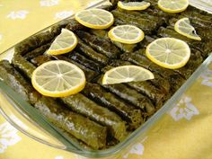 Stuffed and wrapped grape leaves with olive oil - Turkish cuisine. Turkish Recipes, Indian Food Recipes, Ethnic Recipes, Sarma Recipe, Vegetarian Ketogenic Diet, Stuffed Grape Leaves, Pickled Cabbage, Turkish Kitchen, Best Food Ever